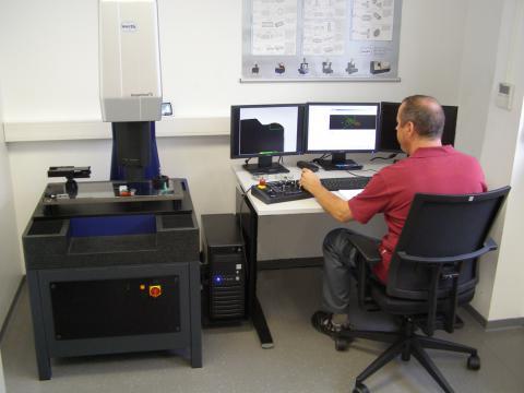 Abbildung: Qualitätswesen 3D Messmaschine Werth Scope Check S